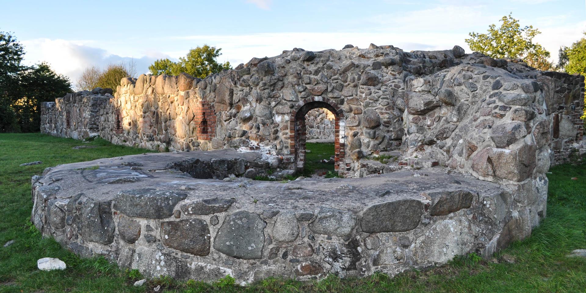Lyckå Slottsruin 2010